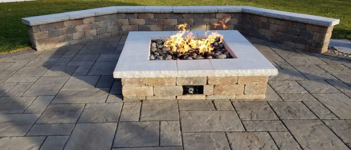 Gas fire pit and seat wall